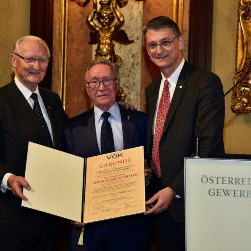 Goldene VÖK Ehrennadel für Herrn KR Gerhard Brunnthaler